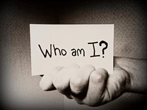 6356921057311946261220011642_Who Am I